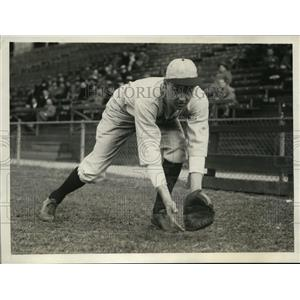 1930 Press Photo Barry Wood, star QB of Harvard football, also plays baseball