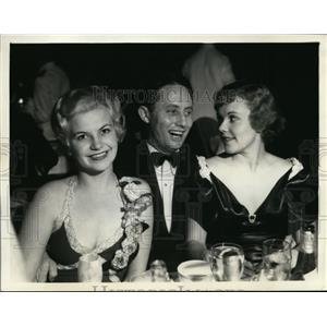 1939 Press Photo Patricia Parker, Bert Wheeler and other stars attend dinner