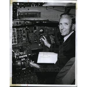 1970 Press Photo X plane instrument panel & officer Gordon Puckett - nex85317