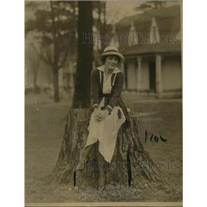 1916 Press Photo Miss Betty LaFell of New York Visiting Sulphur Springs West VA