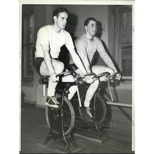 1941 Press Photo Frank Gustine of Pirates & Bob Carpenter of Giants cycling