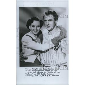 1987 Press Photo Teresa Wright and Gary Cooper star in Pride of the Yankees