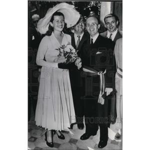 1949 Wire Photo Film Actress Rita Hayworth with Mayor Paul Derigon of Vallauris
