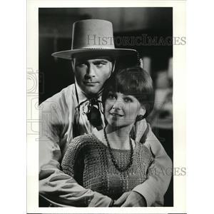 1975 Press Photo Franco Nero Suzanne Pleshette The Legend Of Valentino