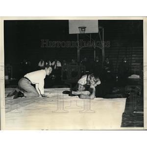 1935 Press Photo U of Pa Maurice Levin vs George Triede of Princeton wrestle