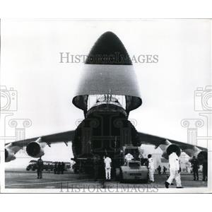 1970 Press Photo First C5A Galaxy fly across the Pacific unloaded at Yorota.