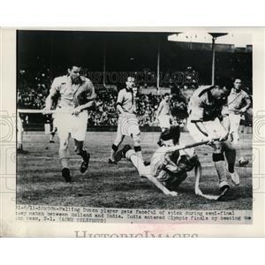 1948 Press Photo Holland vs India at Olympic field hockey in London - nes37889