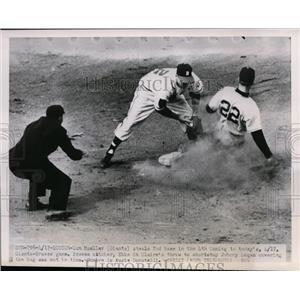 1951 Press Photo Giants Don Mueller steals 2nd vs Braves Johnny Logan