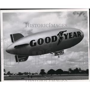 "1971 Press Photo Airplanes, Dirigibles ""Mayflower"" - cva78144"