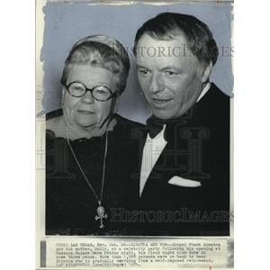 1974 Wire Photo Sinatra and his mother at a celebrity party at Caesars Palace