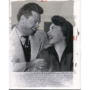 1952 Wire Photo Actor Mickey Rooney with his bride, Elaine Mahnken - cvw06520