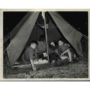 1941 Press Photo Edward Svetina, Bob Piscitello, And Bernard Walton At Campsite