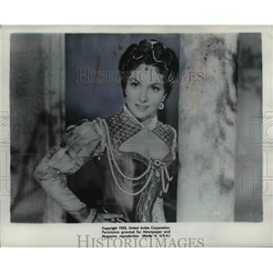 Press Photo Gina Lollobrigida in Cross Swords film - cva97532