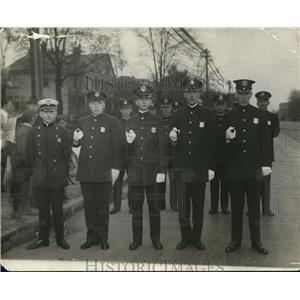 1917 Press Photo Police already current badge but high collar - cva79065