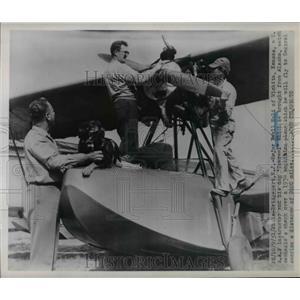 1951 Press Photo Maj.Ewell Nold USAF Instructor and dog watched Amphibian Plane