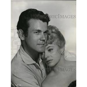 1960 Press Photo Don Murray and Dolores Michaels in One Foot in Hell - orx02888