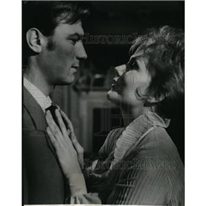 1964 Press Photo Laurence Harvey and Claire Bloom in Of Human Bondage