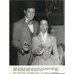 1961 Press Photo Darrin McGavin And Sarita Vara Co-Star In Death Valley Days