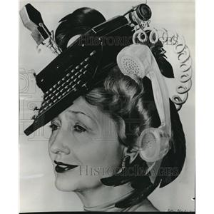 1963 Press Photo Hedda Hopper wearing a unique hairdress - orx00517