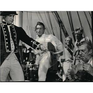 1963 Press Photo Trevor Howard & Marlon Brando in Mutiny on the Bounty