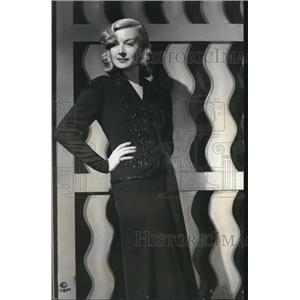 1937 Press Photo Vicki Lester protegee of Mervyn Leroy - orx00369