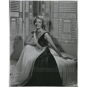 1958 Press Photo Lily Pons wearing a lovely dress - orx01357