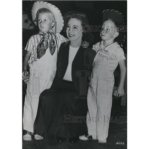 1949 Press Photo Susan Hayward with Twin Sons - orx03375