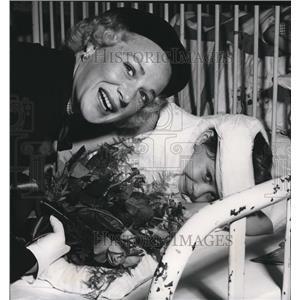 1953 Press Photo Betty Hutton And Gigi - orx00538