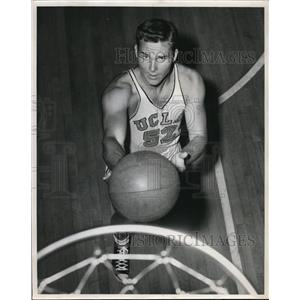 1952 Press Photo Jerry Norman, UCLA Forward Practices Shooting - ors01977