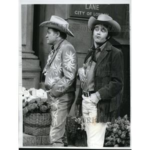 1969 Press Photo Anthony Newly w/ Bob  Hope in Midnight Cowboy spoof