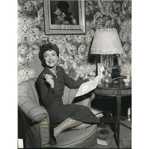 1948 Press Photo Helen Hayes Stars in Victoria Regina at Columbia Theater