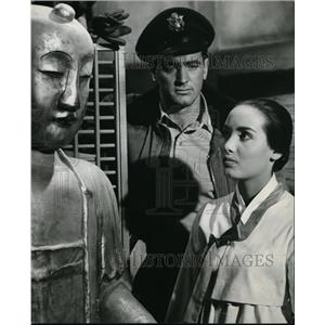 1957 Press Photo Rock Hudson and Anna Kashfi in Battle Hymn