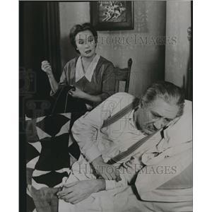 1960 Press Photo Miriam Hopkins and Gilbert Green stars in Look Homeward.
