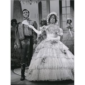 1968 Press Photo Jim Nabors & Carol Burnett in Girlfriends and Nabors