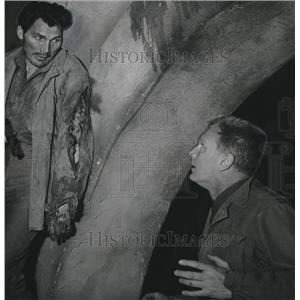 1956 Press Photo Jack Palance Eddie Albert in Attack