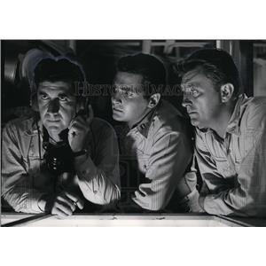 1957 Press Photo Alan Dexter Al Hedison and Bob Mitchum in Enemy Below