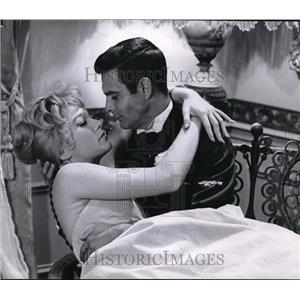 1960 Press Photo Shirley MacCaline, Louis Jourdan Can-Can