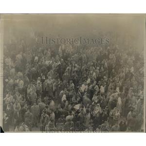 1949 Press Photo Bowling Green Part of Crowd at 7:300 am It's Foggy Outside