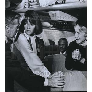 Press Photo Whit Bissell, Jacuqeline Bissett, Helen Hayes in Airport