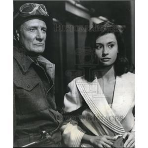 1955 Press Photo Trevor Howard & Raeffaella Carra in Von Ryan's Express