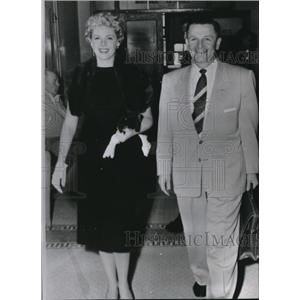 1954 Press Photo Marie McDonald w/ atty Howard Cannon after divorce proceedings