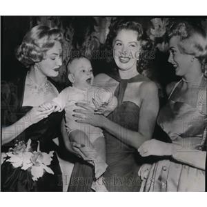 1952 Press Photo Rhonda Fleming with Janet Leigh Virginia May and Baby