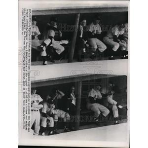 1955 Press Photo Yankees manager Casey Stengel at game vs Red Sox - nes41146