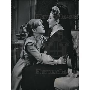 1967 Press Photo Julie Harris & Lynn Fontanne in Anastasia