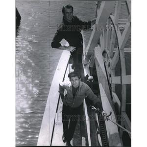1960 Press Photo Darren McGavin and Burt Reynolds in Riverboat