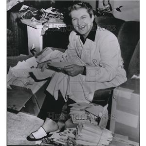1955 Press Photo Liberace reading tons of mail from Ethiopia