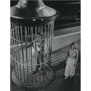 1960 Press Photo Kerwin Mathews & June Thorburn in The 3 Worlds of Gulliver
