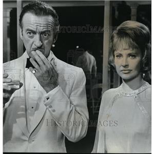 1969 Press Photo David Niven and Lola Albright in The Impossible Years.