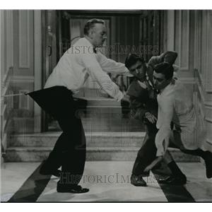 """1956 Press Photo Alec Guinness in romantic comedy """"To Paris with Love"""""""