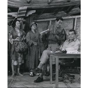 1955 Press Photo Scott Mckay and Burgess Meredith in Teahouse of august Moon